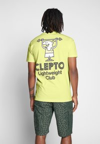 Cleptomanicx - LIGHT CLUB - Print T-shirt - elfin yellow - 2