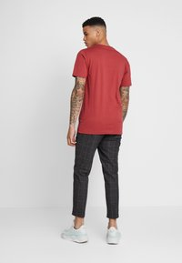 Cleptomanicx - EMBRO GULL - Basic T-shirt - rosewood - 2
