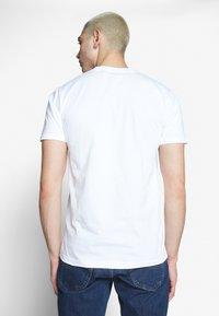 Cleptomanicx - DO NUT GULL - Print T-shirt - white - 2