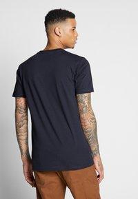 Cleptomanicx - RUN GULL - Print T-shirt - phantom black - 2