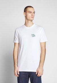 Cleptomanicx - GULLCOASTER - Print T-shirt - white - 2