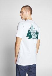 Cleptomanicx - GULLCOASTER - Print T-shirt - white - 0