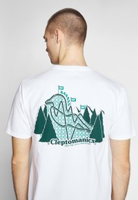 Cleptomanicx - GULLCOASTER - Print T-shirt - white - 5