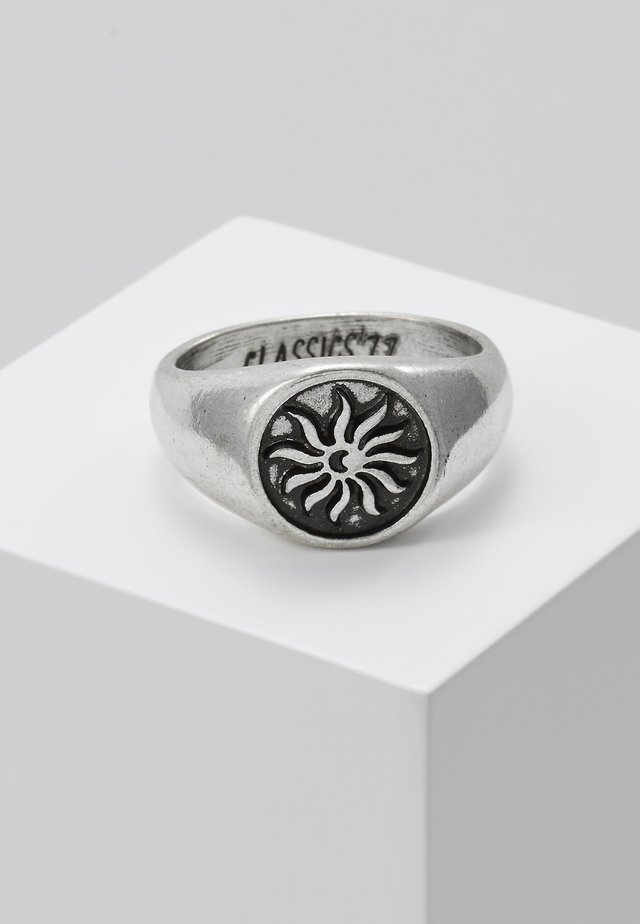 CHILDREN OF THE SUN SIGNET RING - Bague - silver-coloured