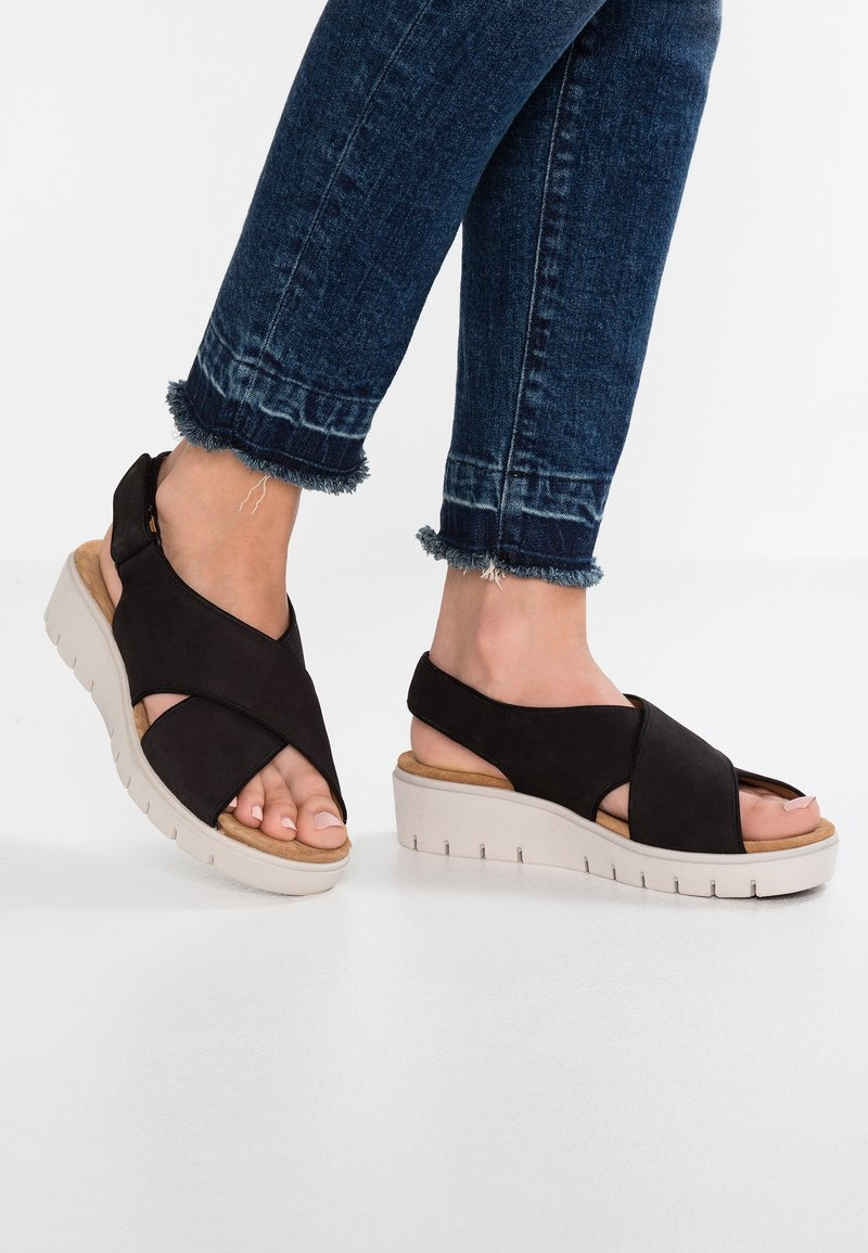 Clarks Unstructured - KARELY SUN - Wedge sandals - black