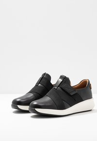 Clarks Unstructured - UN RIO STRAP - Mocasines - black - 4