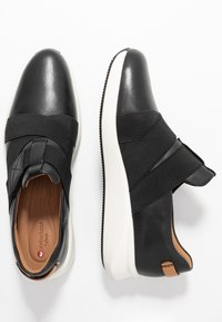 Clarks Unstructured - UN RIO STRAP - Mocasines - black - 3