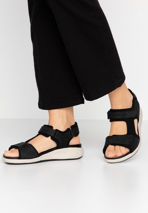 UN BALI TREK - Wedge sandals - black