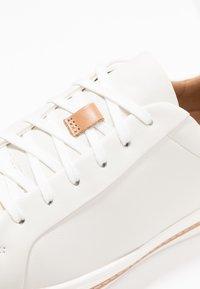 Clarks Unstructured - UN MAUI LACE - Baskets basses - white - 2