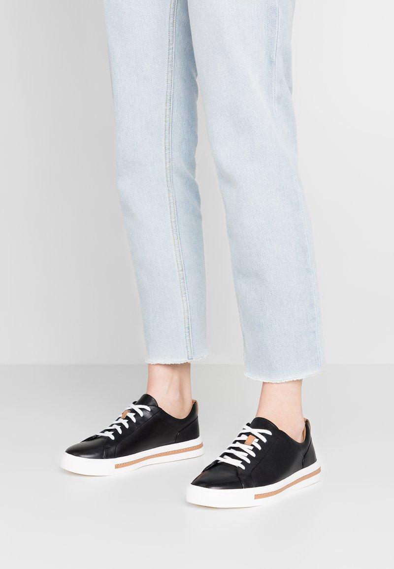 Clarks Unstructured - UN MAUI LACE - Sneakersy niskie - black