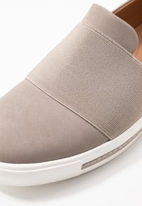 Clarks Unstructured - MAUI STEP - Slip-ons - stone - 2