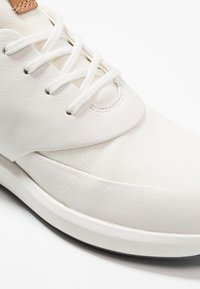 Clarks Unstructured - UN RIO LACE - Trainers - white - 2