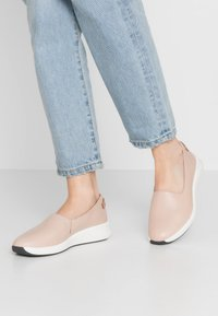 Clarks Unstructured - RIO STEP - Półbuty wsuwane - blush - 0