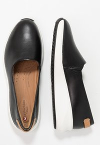 Clarks Unstructured - RIO STEP - Slippers - black - 3