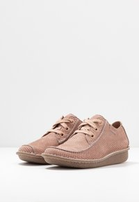 Clarks Unstructured - FUNNY DREAM - Zapatos con cordones - dusty pink - 4