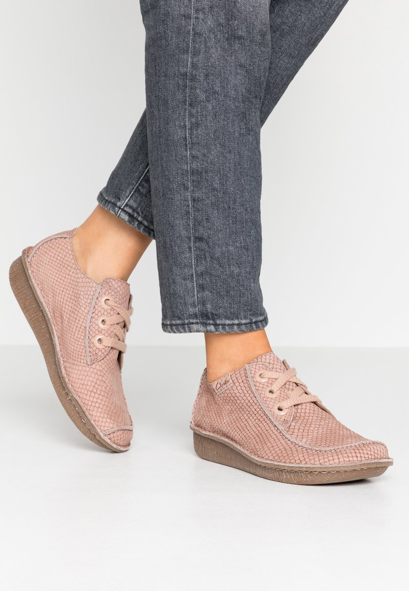 Clarks Unstructured - FUNNY DREAM - Zapatos con cordones - dusty pink
