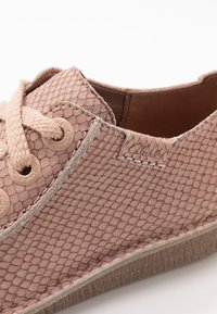 Clarks Unstructured - FUNNY DREAM - Zapatos con cordones - dusty pink - 2