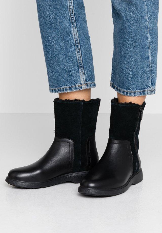 UN ELDA MID - Korte laarzen - black