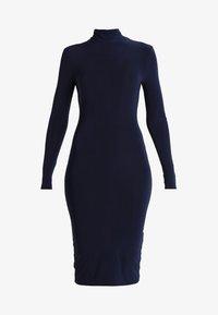 Club L London - OPEN BACK RUCHED LONG SLEEVE BODYCON DRESS - Pouzdrové šaty - navy - 4