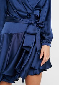 Club L London - WRAP DRESS - Vestido de cóctel - navy - 5