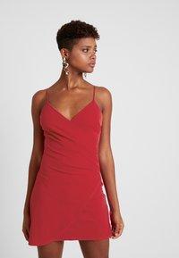 Club L London - Denní šaty - red - 0