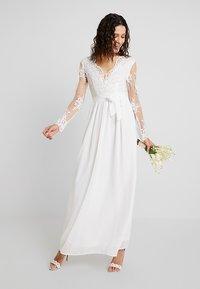 Club L London - APPLIQUE SEQUIN DRESS - Robe de cocktail - white - 1