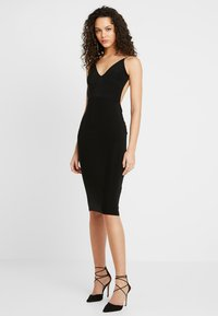 Club L London - RUCHED MIDI DRESS - Vestido de tubo - black - 1