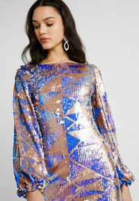 Club L London - AZTEK SEQUIN DRESS WITH GATHERED SLEEVE - Cocktailkjole - pink - 4