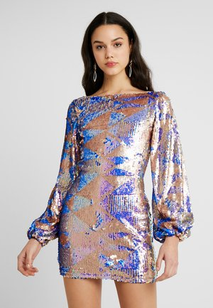 AZTEK SEQUIN DRESS WITH GATHERED SLEEVE - Cocktailklänning - pink