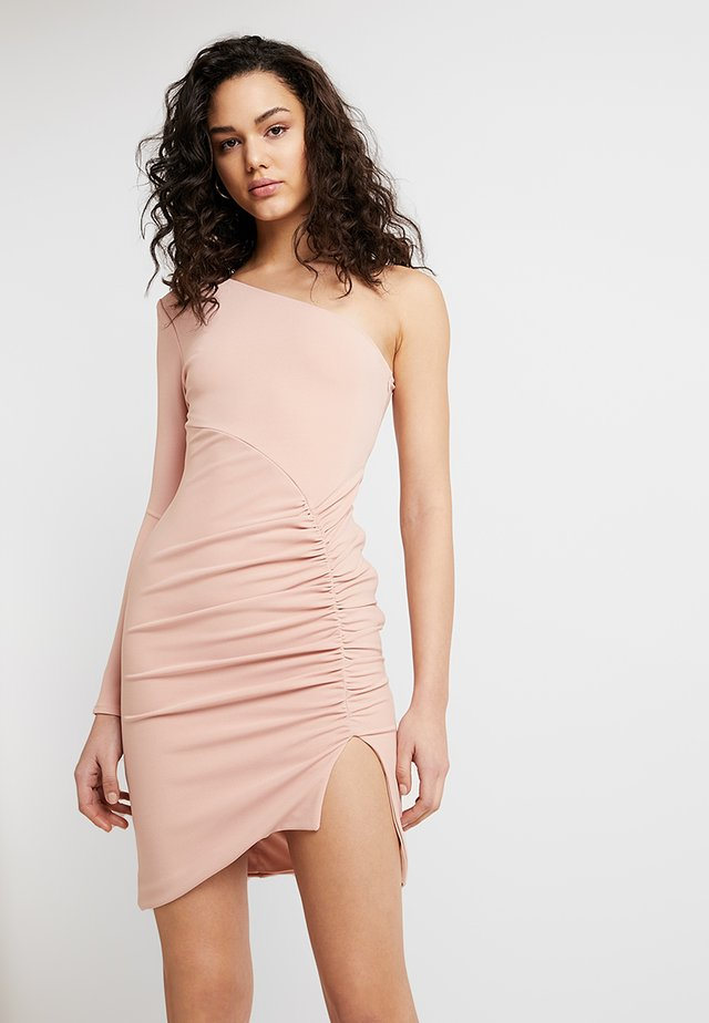 ONE SHOULDER RUCHED MINI DRESS - Pouzdrové šaty - pink