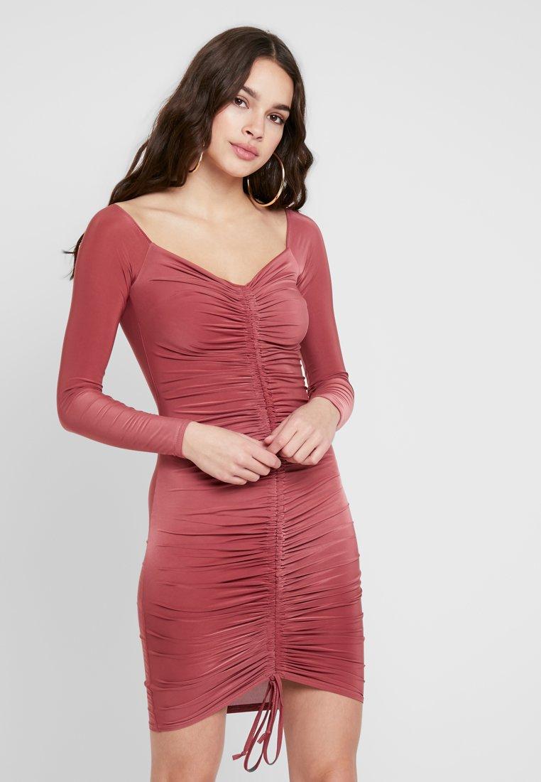 Club L London - RUCHED BARDOT MINI DRESS - Jerseykleid - raspberry