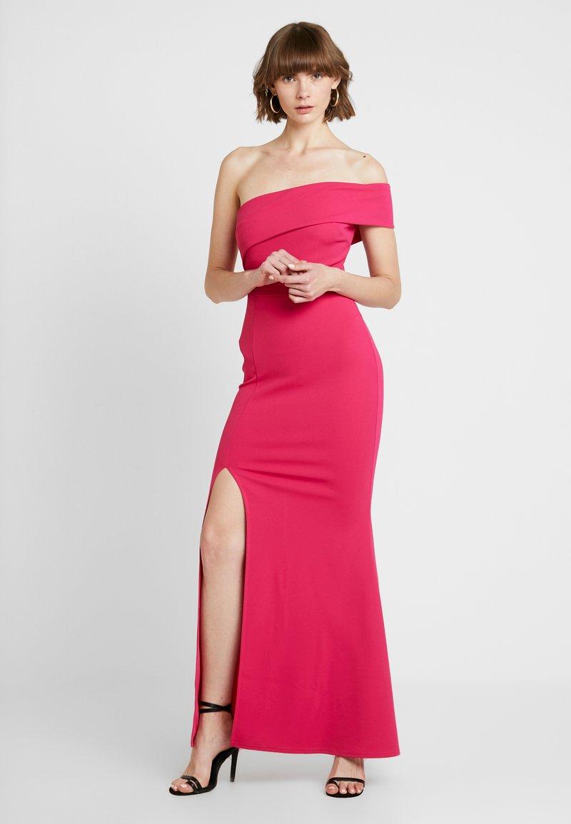 Club L London - FUSCHIA BARDOT ONE SHOULDER SPLIT MAXI DRESS - Vestido de fiesta - hot pink