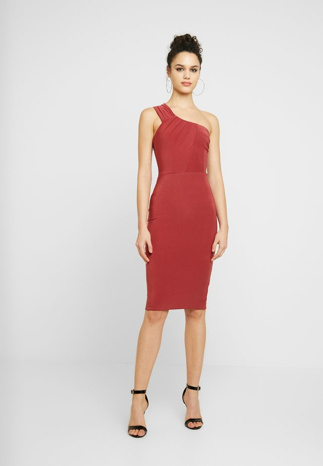 ONE SHOULDER RUCHED MIDI DRESS - Shift dress - raspberry
