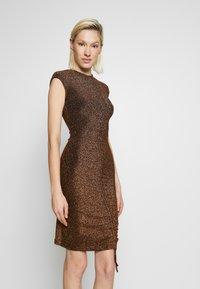 Club L London - METALLIC RUCHED FRONT MINI DRESS - Sukienka koktajlowa - gold-coloured - 0