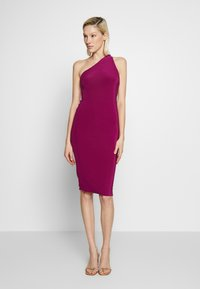 Club L London - ONE SHOULDER RUCHED BUM MIDI DRESS - Cocktailkjole - berry - 1