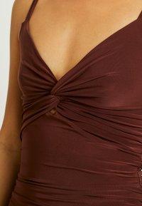 Club L London - CAMI TWIST KNOT RUCHED MINI DRESS - Jerseykjole - chocolate - 4