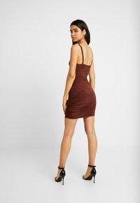 Club L London - CAMI TWIST KNOT RUCHED MINI DRESS - Jerseykjole - chocolate - 2