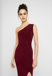 Club L London - ONE SHOULDER RUCHED WAIST MAXI DRESS WITH THIGH SPLIT - Iltapuku - wine - 4
