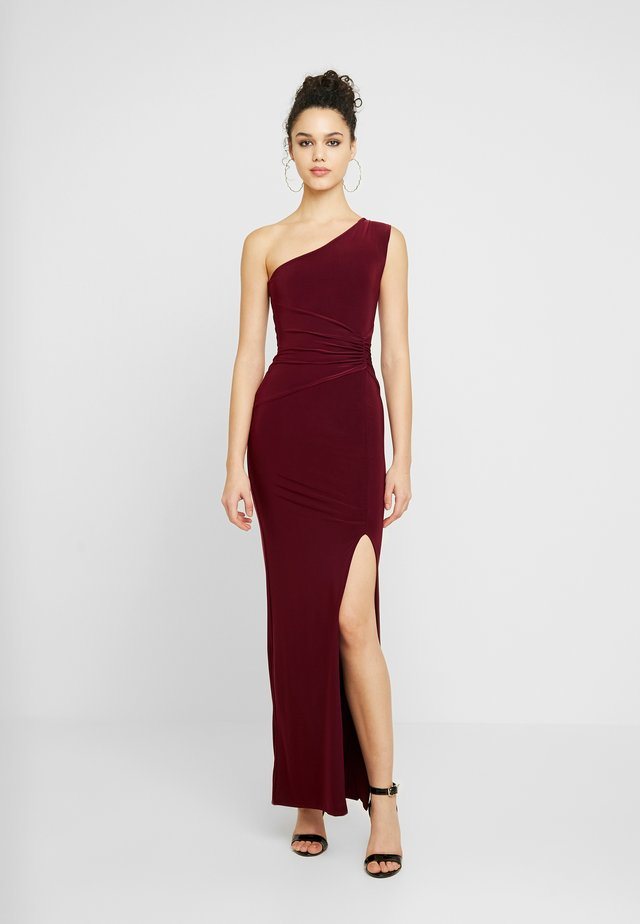 ONE SHOULDER RUCHED WAIST MAXI DRESS WITH THIGH SPLIT - Galajurk - wine