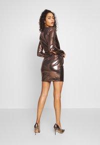 Club L London - METALLIC TWIST KNOT FRONT MINI DRESS - Robe de soirée - gold - 2
