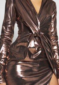 Club L London - METALLIC TWIST KNOT FRONT MINI DRESS - Robe de soirée - gold - 5