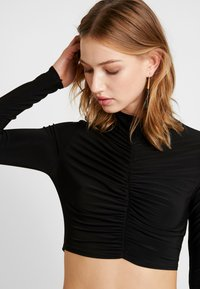 Club L London - HIGH NECK RUCHED FRONT CROP - Longsleeve - black - 3