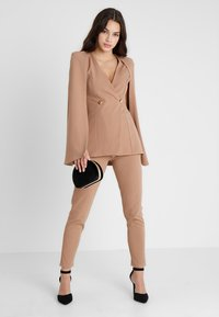 Club L London - Blazer - camel - 1