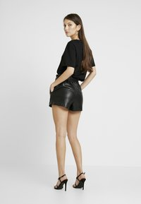 Club L London - Shortsit - black - 2