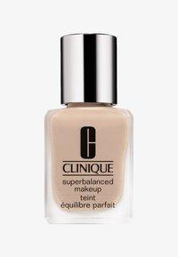 Clinique - SUPERBALANCED MAKE-UP - Foundation - 04 cream chamois - 0