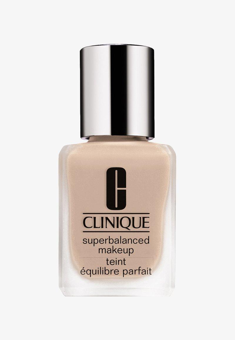 Clinique - SUPERBALANCED MAKE-UP - Foundation - 04 cream chamois
