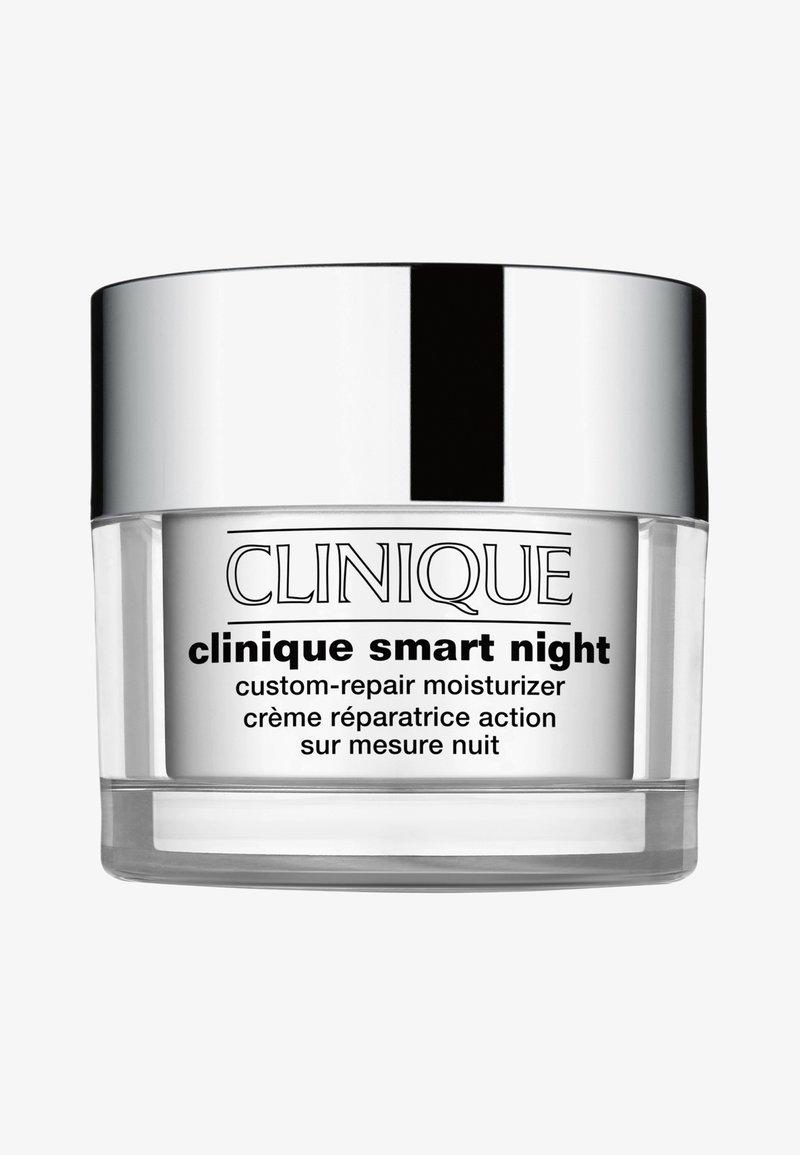 Clinique - SMART NIGHT CUSTOM-REPAIR MOISTURIZER VERY DRY TO DRY 50ML - Nachtverzorging - -