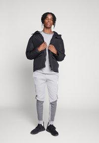 CLOSURE London - TWO TONE JOGGER - Pantalon de survêtement - grey - 1