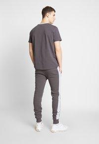 CLOSURE London - CONTRAST CUT SEW PANEL  - Pantalon de survêtement - grey - 2