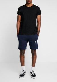 CLOSURE London - 2 PACK SHORTS - Teplákové kalhoty - navy/khaki - 2